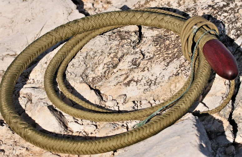 8 ft gold snake whip (3)
