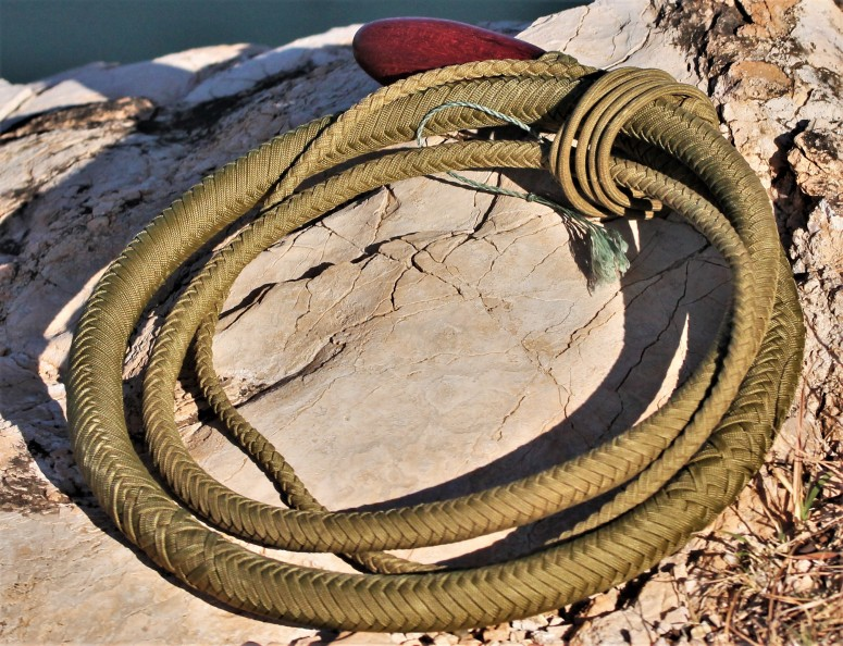 8 ft gold snake whip (5)