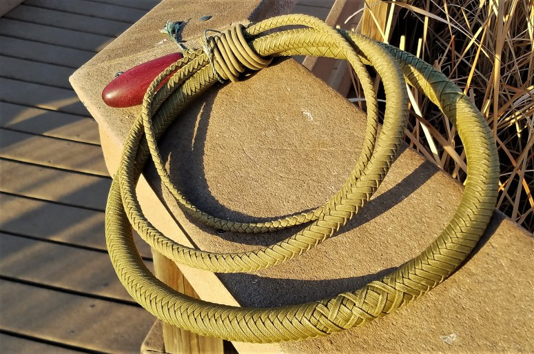 8 ft gold snake whip (8)